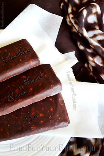 Chocolate Almond Raisin Bar | FoodForYourGood.com #chocolate #almond_raisin